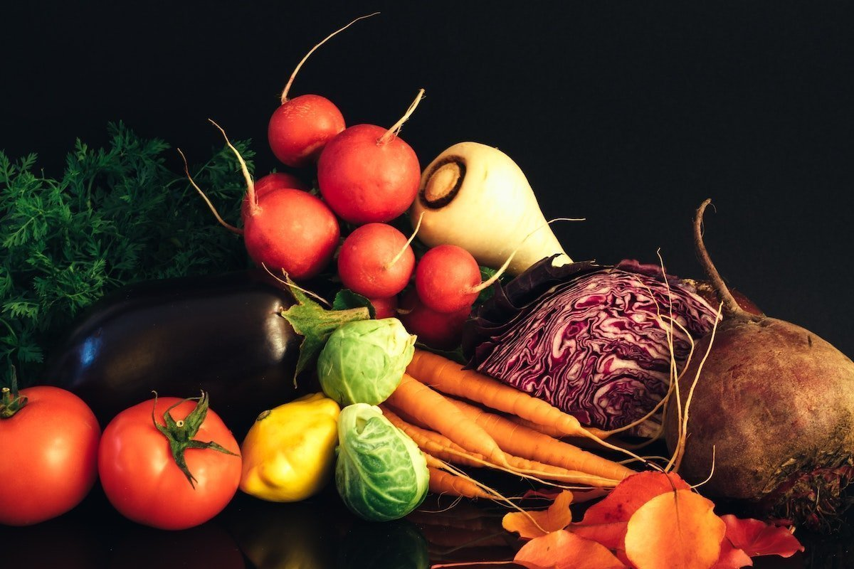 assortment of perfect produce points to the problem of food waste in the U.S.